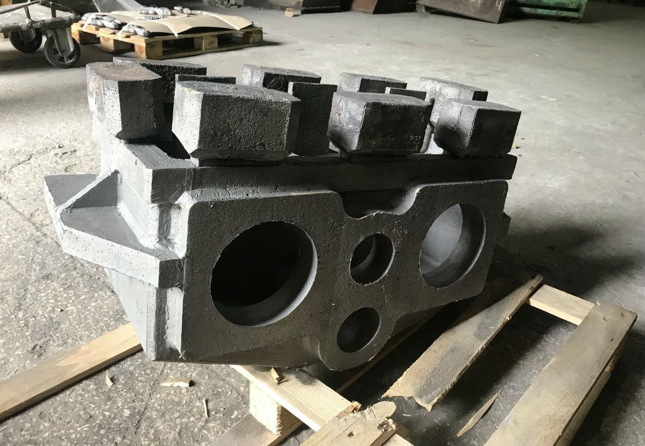 Корпус редуктора зі стали марки 35Л, вагою 220 кг