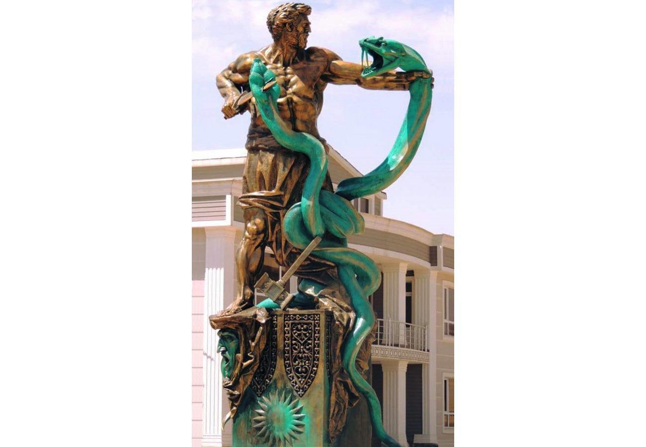 Скульптурная композиция «Кузнец Каве»