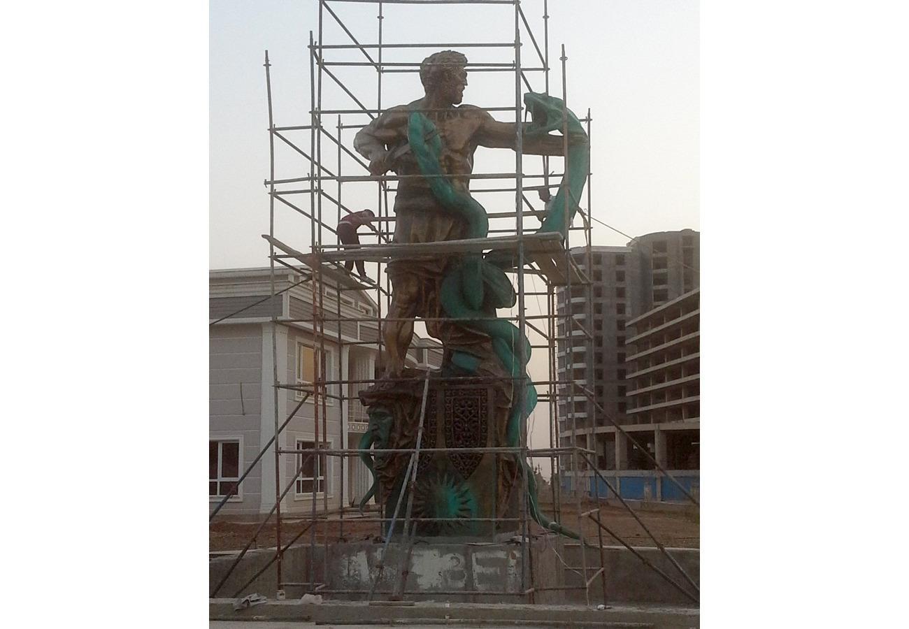 Установка скульптурной композиции «Кузнец Каве»