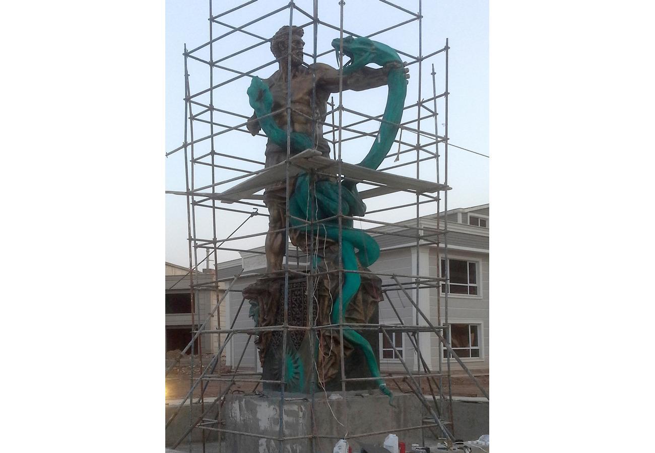 Скульптурная композиция «Кузнец Каве» из бронзы