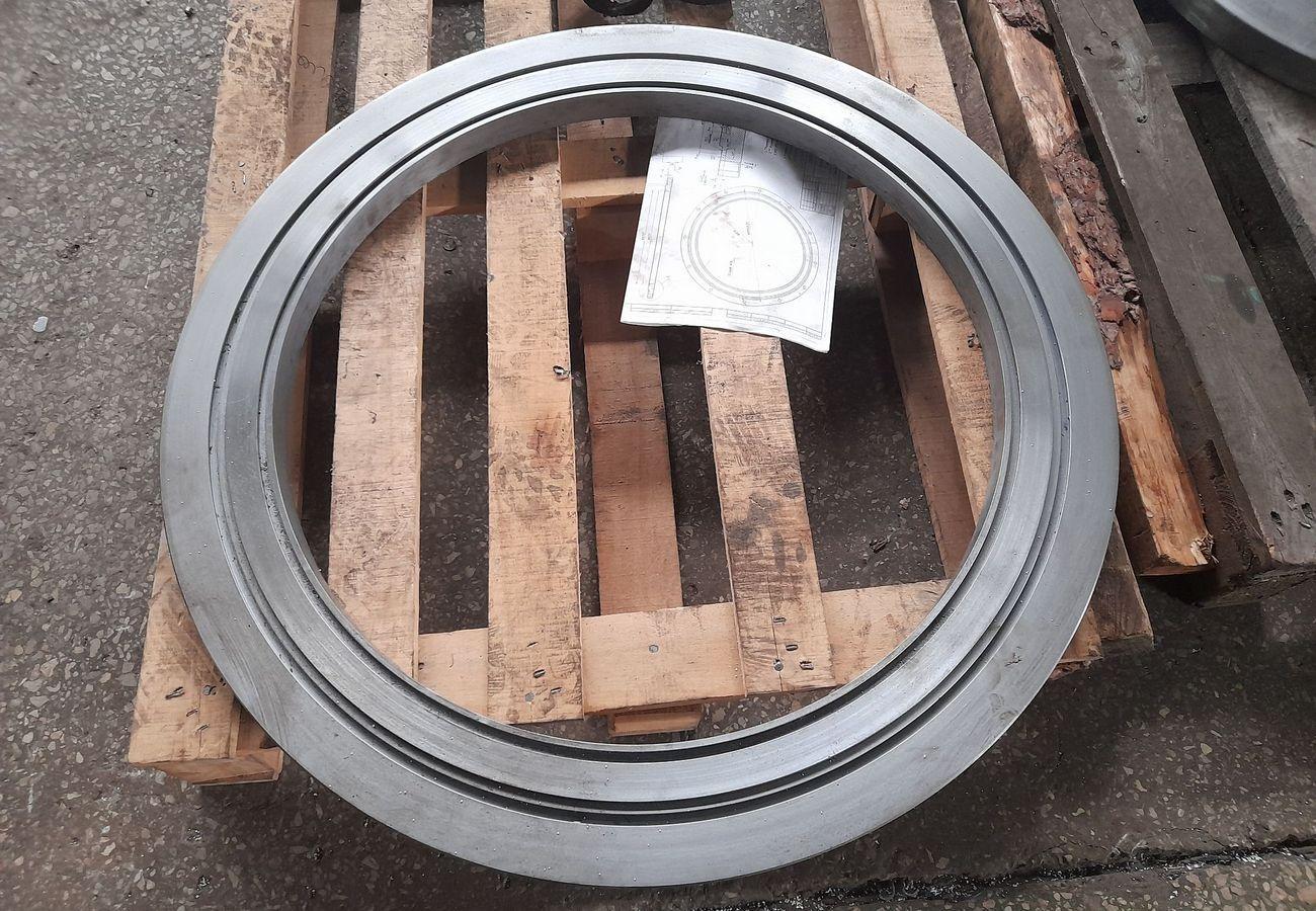 Фланці різного діаметру, виготовлені з нержавіючої та вуглецевої сталі