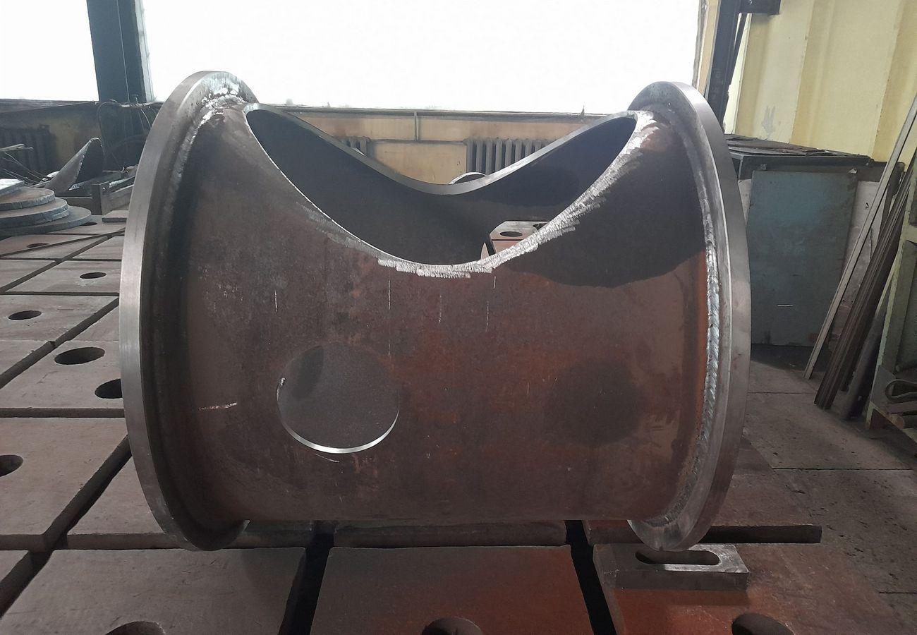 Ємність з вуглецевої сталі з вакуумними швами з титану, нержавіючої та вуглецевої сталі по індивідуальному замовленню