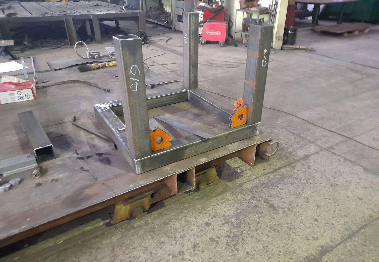 Виготовлення металевих стійок