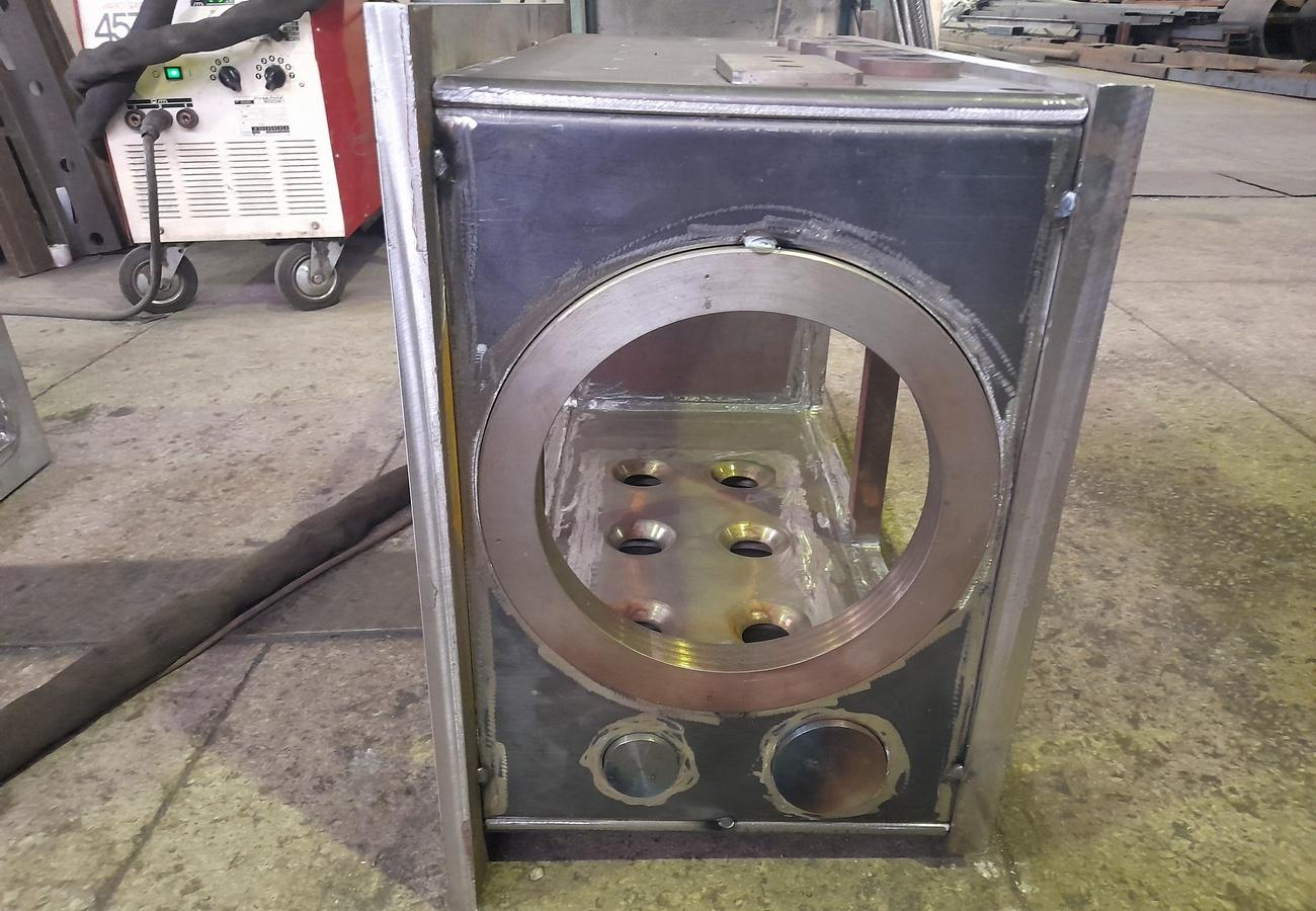 Корпус вакуумної камери вигляд збоку
